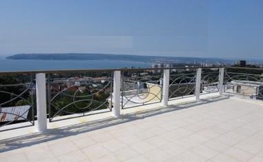 Дом в Варне АВН-1 - в Болгарии