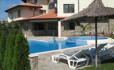 Оазис Бич Апартмент Хаус (Oasis Beach Apartment House)  - квартиры / апартаменты (Лозенец)в Болгарии